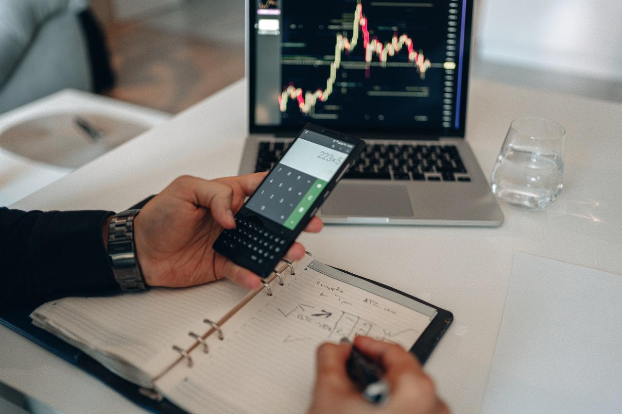 cara manajemen resiko investasi saham